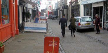 Caernarfon shared-use street scene.