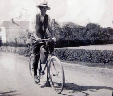 Heavy cycling togs - be grateful for Lycra!